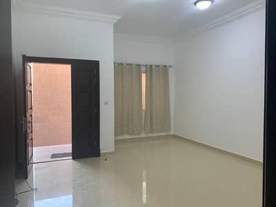 Lavish 2bhk Separate Entrance Big Close Kitchen