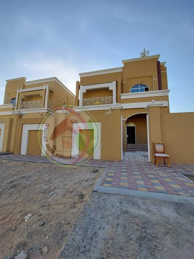 5 Bedroom Villa for Sale in Al Mowaihat, Ajman - Villa for sale in a modern Arabic design, with a great location, wonderful design, and a large building area with the possibility of Islamic bank financing at the lowest interest