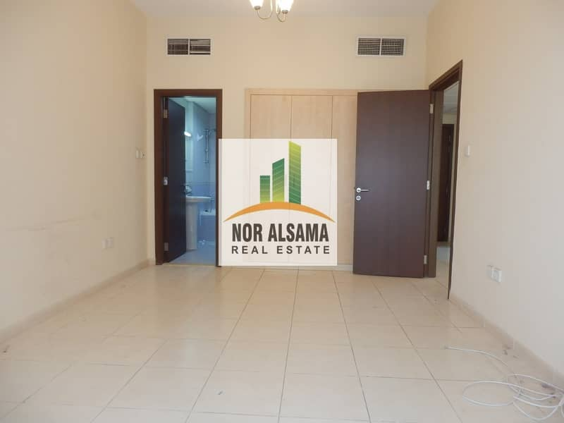 VACANT ONE BHK IN EMIRATES CLUSTER WITH BALCONY JUST IN 320k