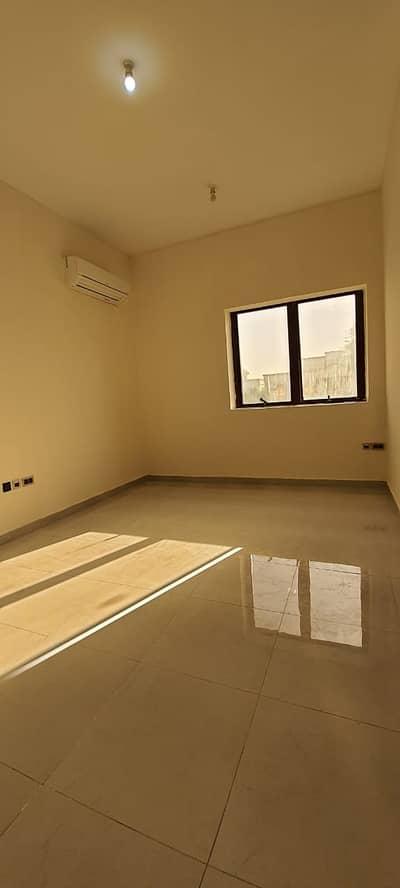 فلیٹ 1 غرفة نوم للايجار في بني ياس، أبوظبي - شقة في بني ياس شرق بني ياس 1 غرف 37000 درهم - 4742205