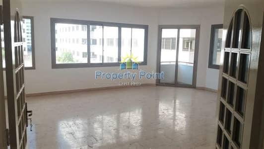 فلیٹ 2 غرفة نوم للايجار في منطقة النادي السياحي، أبوظبي - Hot Offer | Big 2-bedroom Unit with Parking | Tourist Club Area