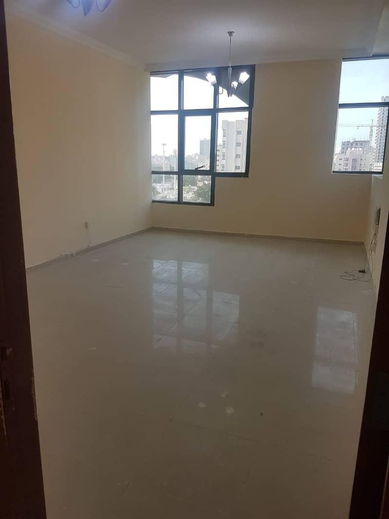 صالة كبيرة الحجم غرفة نوم واحدة للإيجار 16000 درهم