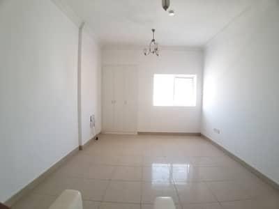 استوديو  للايجار في تجارية مويلح، الشارقة - شقة في تجارية مويلح 16000 درهم - 4851710
