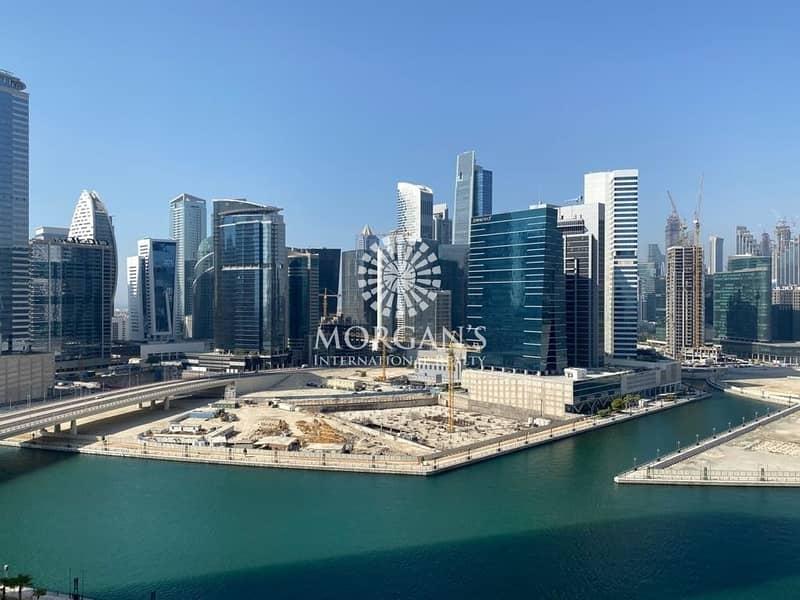 16 Luxury 2BR | Lake and Burj Khalifa View