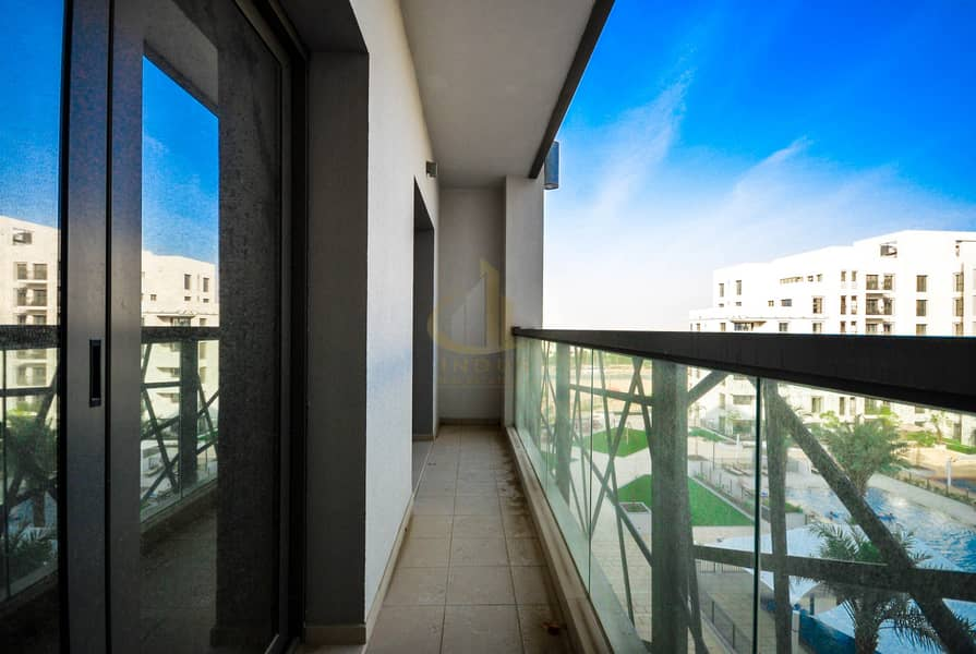 Spacious   2BR   Vacant   Pool View