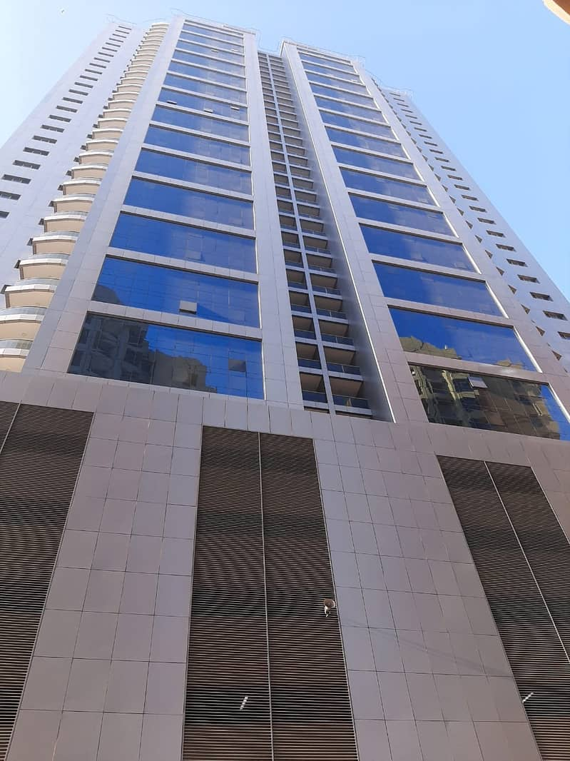 For rent in Ajman and those who want air conditioning for the owner, luxurious spaces and views of the creek, a new tower, the first inhabitant on El Mina Street in Rashidiya, apartment 3 room room, maid room lounge, washing room with car park inside the
