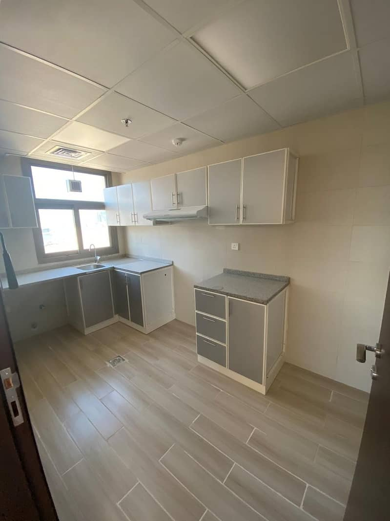 11 I BEDROOM FLATS IN A BRAND NEW BLDG - NO COMMISSION - 1 MONTH FREE