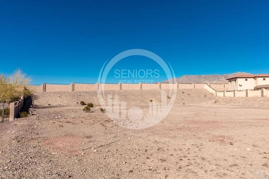 Great Land! Possible to build 9Apartments