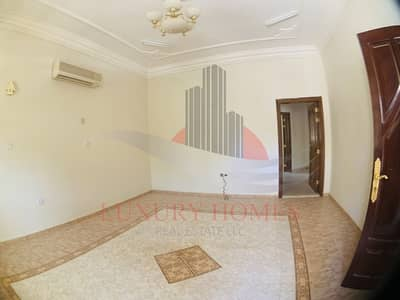 3 Bedroom Apartment for Rent in Al Rawdah Al Sharqiyah, Al Ain - Spacious with fancy chandeliers  and Curtains