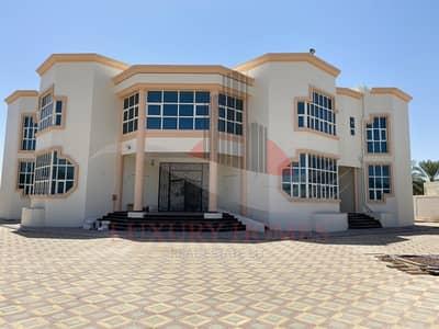 10 Bedroom Villa for Rent in Al Khalidiya, Al Ain - Classy brand new Villa with an Enormous Yard