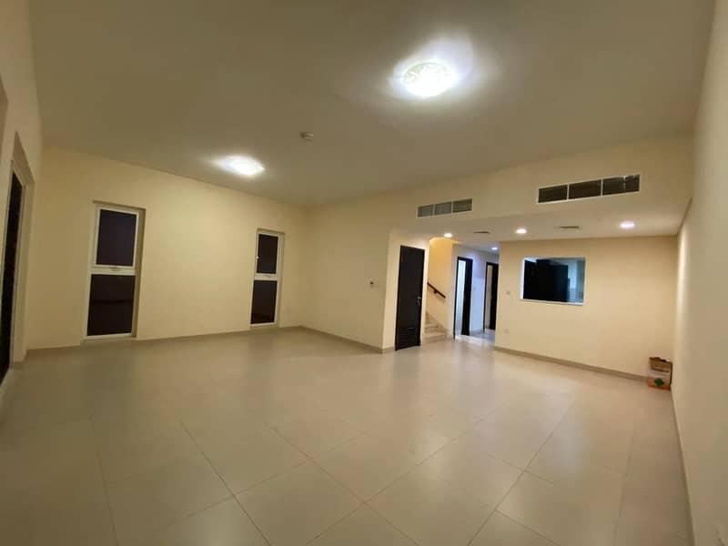 فیلا في قرية ورسان المدينة العالمية 3 غرف 77000 درهم - 4848379