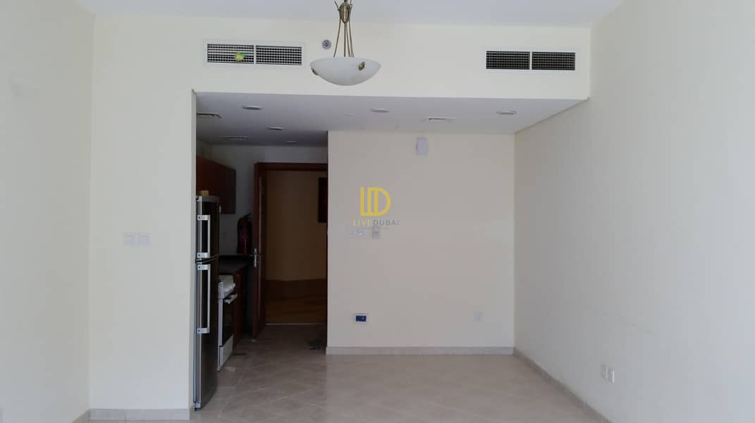 2 CB Studio without parking for rent in Crescent B