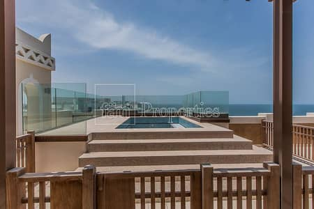 3 Bedroom Penthouse for Sale in Palm Jumeirah, Dubai - Private Pool and Jacuzzi|Panoramic Sea Views