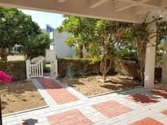 Perfect Family 4 BR Villa + M| Near Metro | Vacant