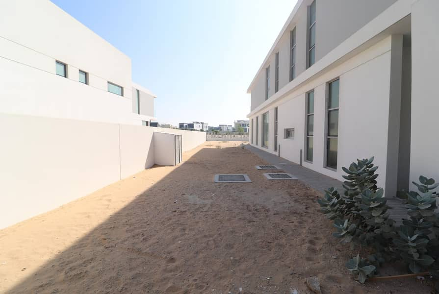 18 Contemporary Type B3 | Full Golf Course | Huge Plot