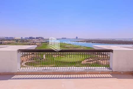 بنتهاوس 3 غرف نوم للبيع في جزيرة ياس، أبوظبي - Prestigious Penthouse w/ Spectacular Golf Course Views