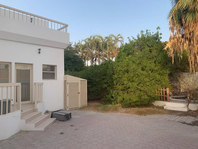 20 Beautiful Fully Furnished Commercial Villa For Rent