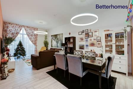 Large 2 Bedroom |Vacant | Full Pool View