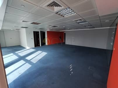 Office for Sale in Jumeirah Lake Towers (JLT), Dubai - Fitted Office with Glass Partition Lake View