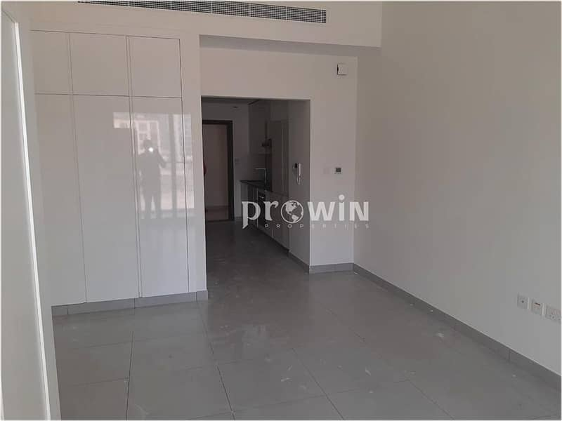 Best Deal | Excellent Studio | Prime Location | Up to 6 Cheques  !!!