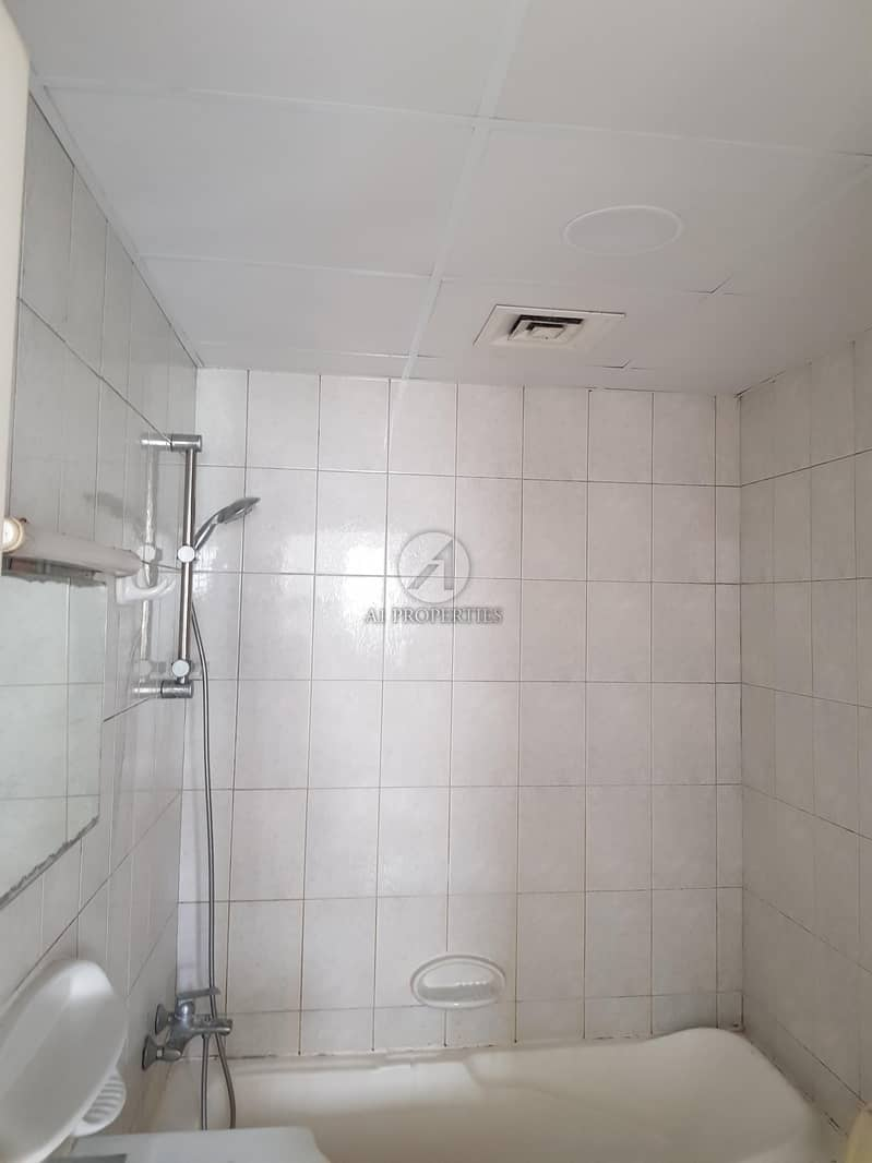 10 Spacious 1 Bed with Balcony Very Good Condition