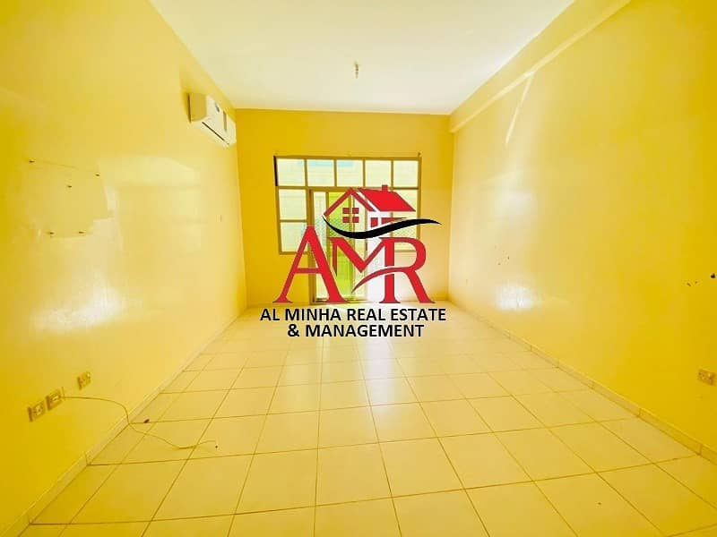 2 Full Commercial Building Private Entrance With Small Yard