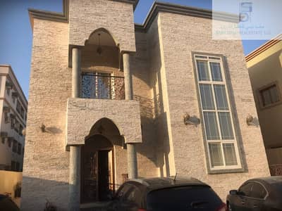 6 Bedroom Villa for Rent in Al Rawda, Ajman - Very nice villa stone close to the road for rent