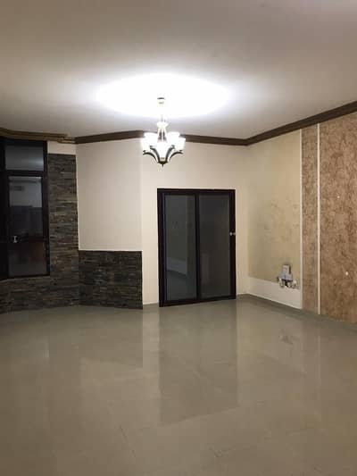 3 Bedroom Flat for Rent in Ajman Downtown, Ajman - For lovers of luxury, large spaces in Ajman, three-room apartment, a hall, a maid's room, a washing room, a large closed hall, 4 bathrooms, a balcony with cabinets in the walls, in Al Khor Towers, an open view to the sea