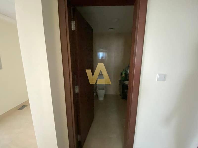 10 Spacious 2 BR Prime Location For Rent Azizi Liatris