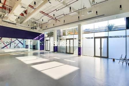 محل تجاري  للايجار في القوز، دبي - Studio | Fitted | Metro | Open Plan Retail