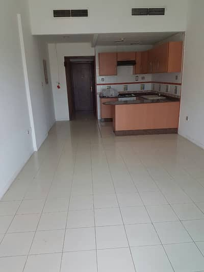 Studio for Rent in Deira, Dubai - LARGE STUDIO CENTRAL AC WITH BALCONY AND PARKING NEAR SALAHUDDIEN METRO
