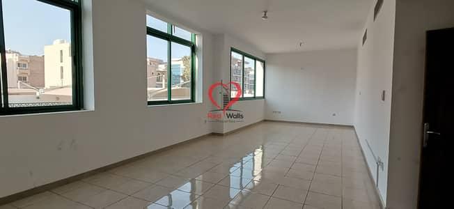 شقة 3 غرف نوم للايجار في المناصير، أبوظبي - Luxury 3bhk Apartment With Parking With laundry area