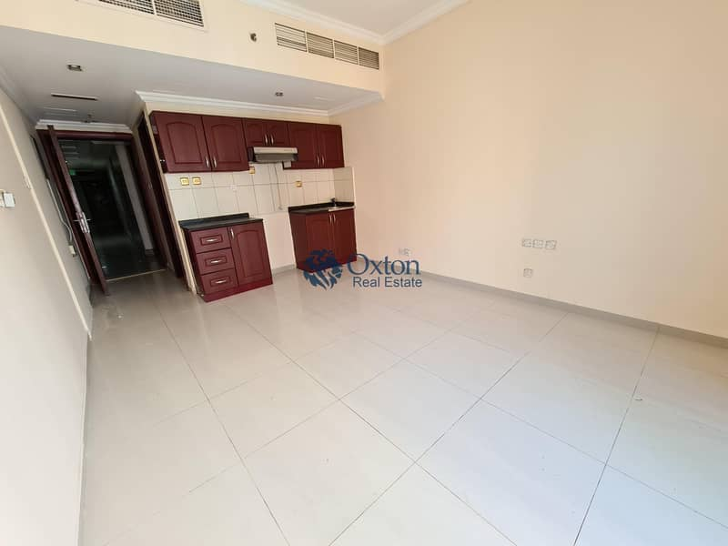 2 Luxury studio flat with balcony 1 month free in al taawun