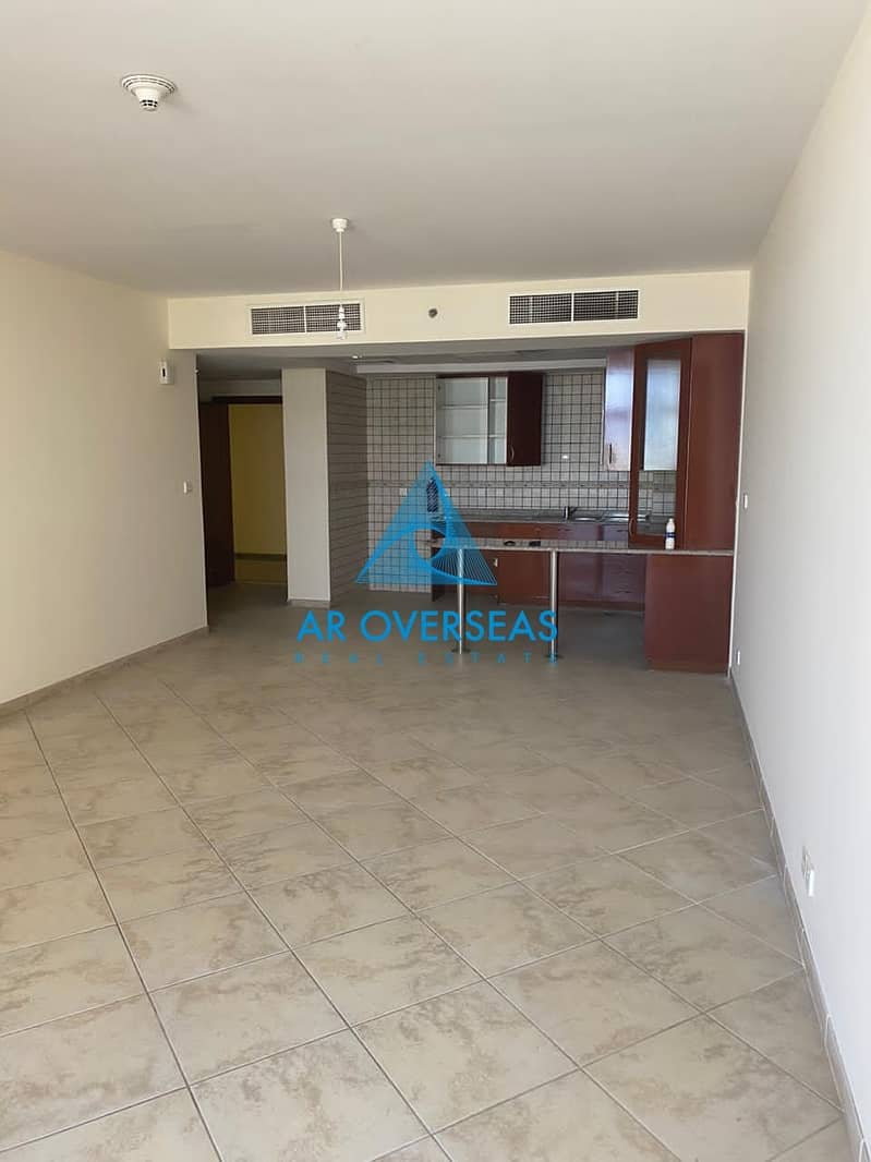 Superb 1BHK Well Maintained Unit In Fox Hill