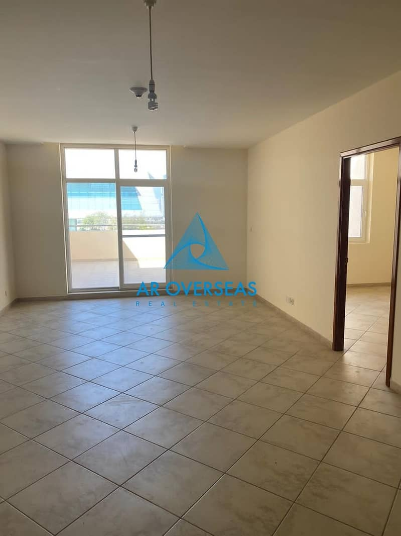 2 Superb 1BHK Well Maintained Unit In Fox Hill