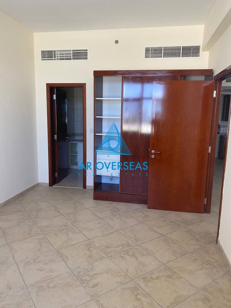 10 Superb 1BHK Well Maintained Unit In Fox Hill
