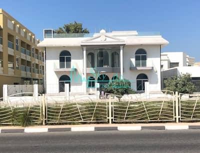 6 Bedroom Villa for Rent in Umm Suqeim, Dubai - Stunning Commercial Villa | Bank