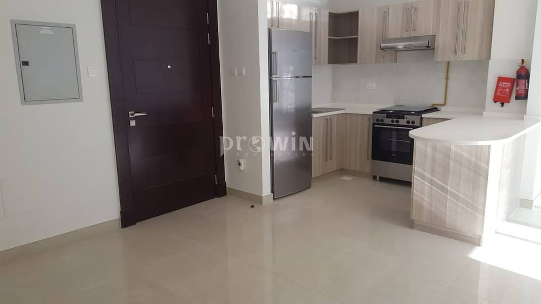 2 Luxurious 2BR Apartment   Fully Furnished   Cosy Furniture   !!!