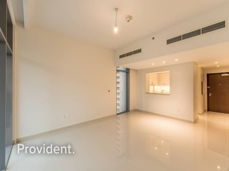 Low Floor 1 BR with a Study| Ready to Move-In