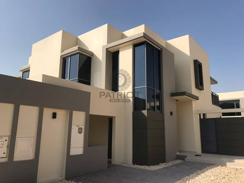 Upscale 5 Bedroom Townhouse + Maid