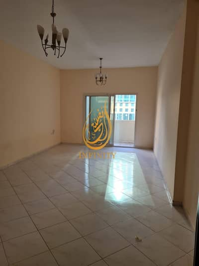 3 Bedroom Flat for Sale in Al Khan, Sharjah - Spacious 3bhk with parking for sale in best price 440k only