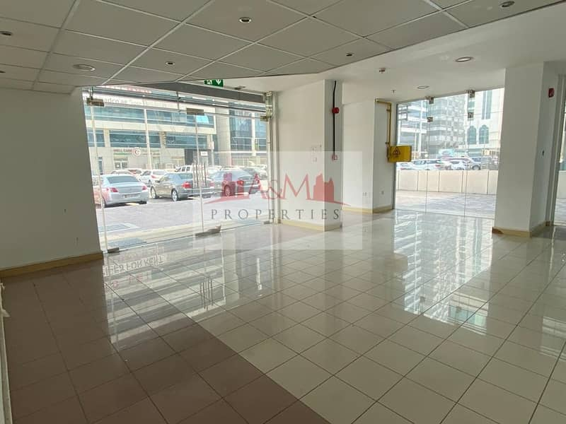 EXCELLENT OFFER.: Showroom in very Good location  of Electra Street for AED 1