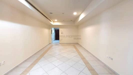 2 Bedroom Apartment for Rent in Dubai Marina, Dubai - Sophisticated 2 Bedroom with Partial Sea View