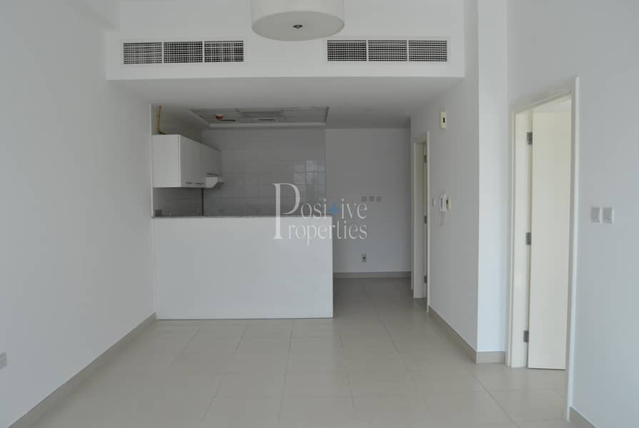 OPEN KITCHEN|WELL MAINTAINED|READY TO MOVE IN