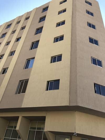 شقة 1 غرفة وصالة  مساحة واسعة في منطقة النخيل قريبة من شارع الكورنيش بسعر مميز