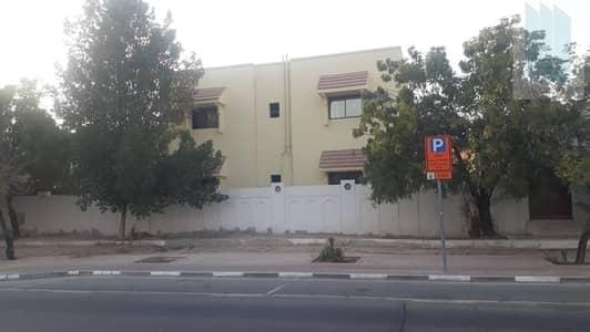فیلا 10 غرف نوم للايجار في الطوار، دبي - For rent 10 BR villa in prime area near park & MS