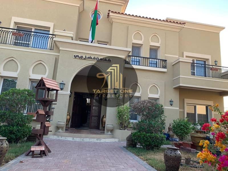 Beautifully designed: 5-6 b/r luxury villa