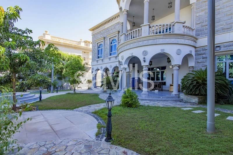 24 Luxury villa with garden and swimming pool