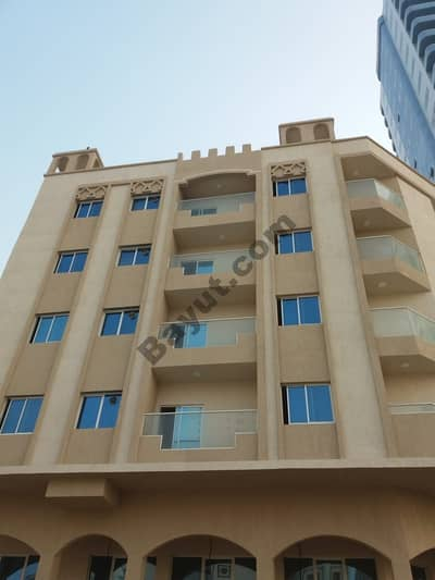 Aeeeeeee, ground building, 4 age, less than a year, the second row of Ajman Corniche, excellent finishing, excellent location, and excellent income to communicate via phone or WhatsApp 0558980512