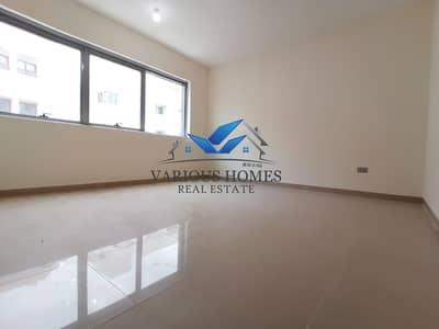 شقة 2 غرفة نوم للايجار في الوحدة، أبوظبي - Exellent 2bhk Apartment 60k With Besmid Parking Delma Street  Parking Delma Street